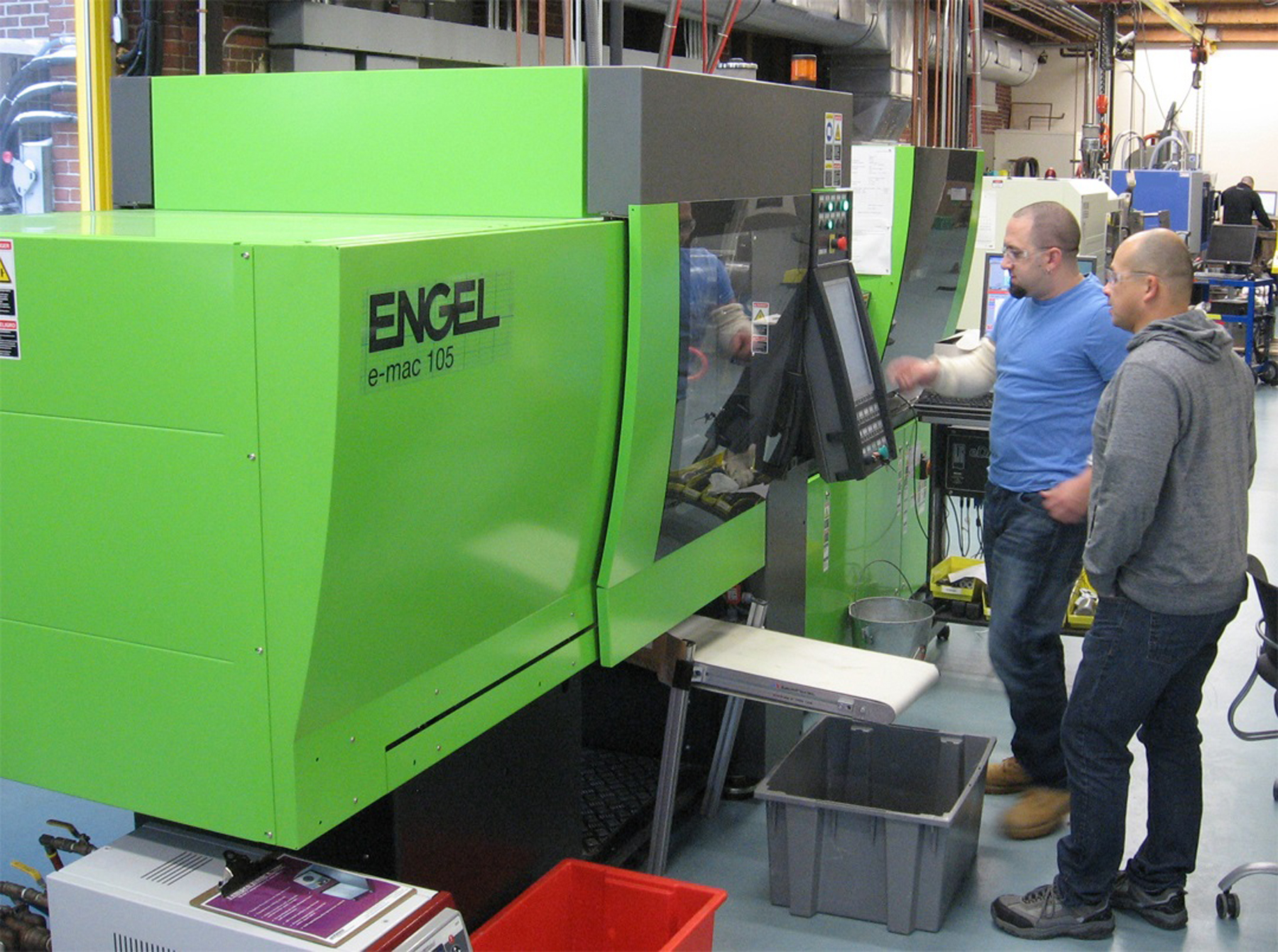 Nypro-students-learn-on-Engel-all-electric-press
