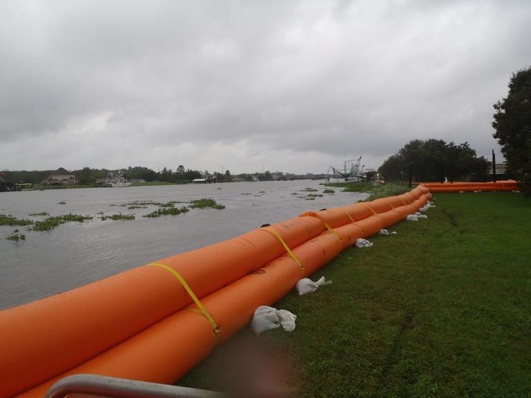 Detroit rolls out flexible dams to fight shoreline flooding