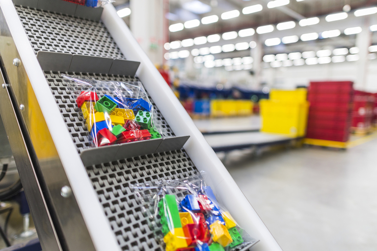 Lego cutting 1,400 jobs globally