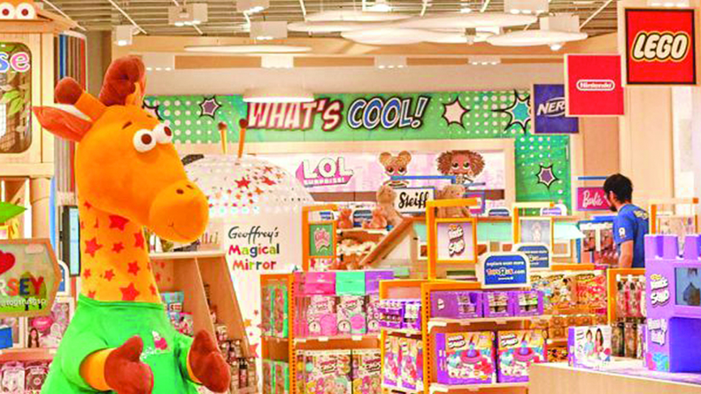 "Toys""R""Us® returns today with the opening of its first new U.S. retail store at the Westfield Garden State Plaza in Paramus, New Jersey. Back just in time for the holiday season, the iconic brand will bring the magic of play to kids and families with the latest, most popular toy products and brands, carefully curated and showcased in highly experiential smaller-format spaces."