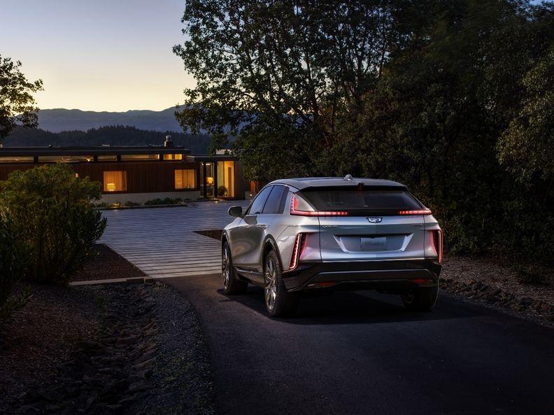 2023-Cadillac-LYRIQ-004_i.jpg
