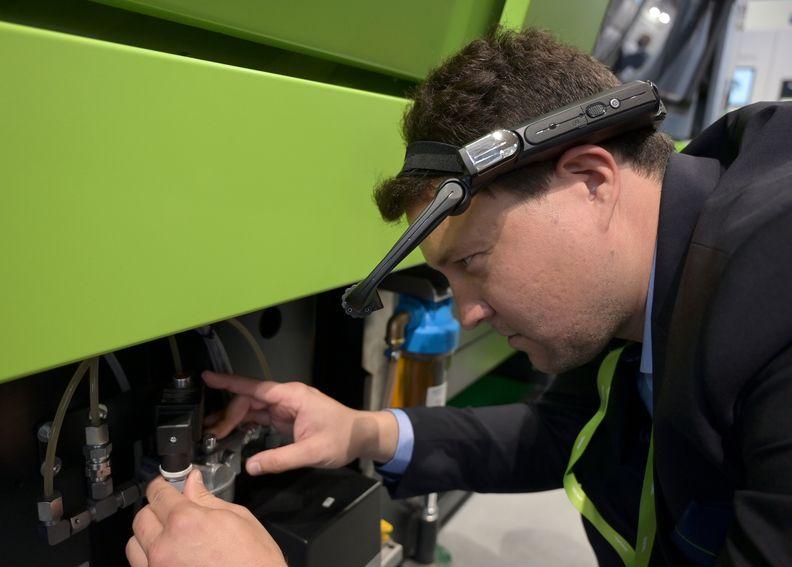 Engel presents 3D glasses at Fakuma