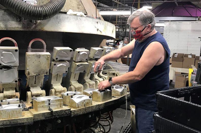 polylabs moulding machine 800.jpg