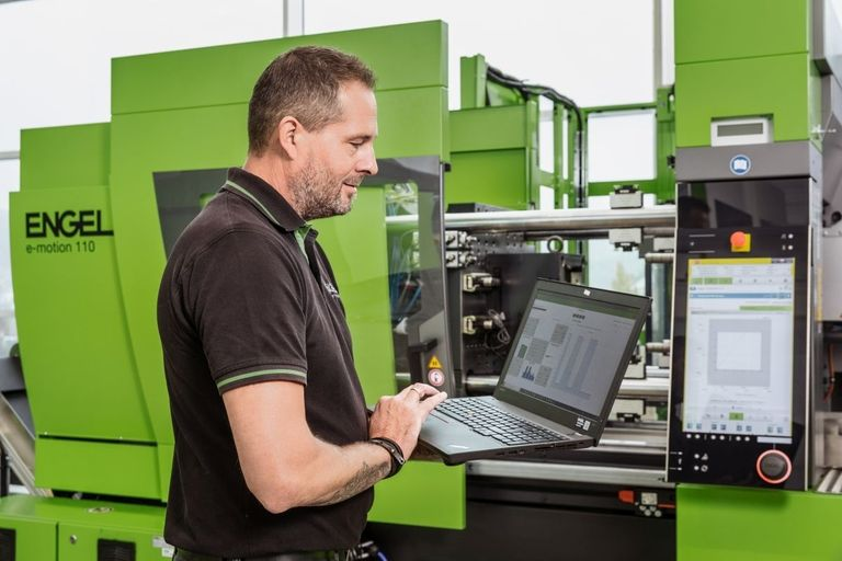 Tailored maintenance for injection molding machines and robots